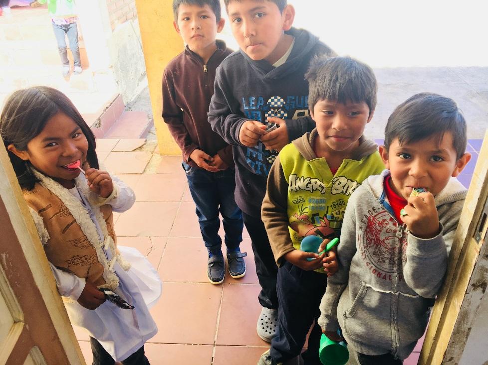 Schüler in Bolivien Wir sind Zahnärzte Bolivien 2018